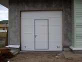 Гаражные секционные ворота с калиткой: краткие рекомендации по изготовлению и установке