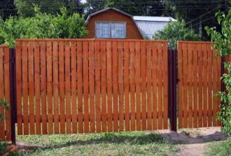 Как сделать недорогой и надежный забор?