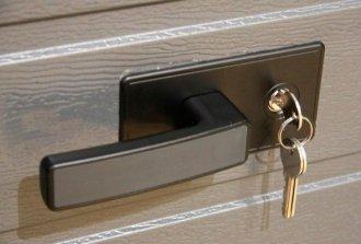 Как обезопасить гараж с секционными воротами?
