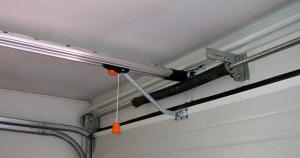 Установка электропривода секционных ворот