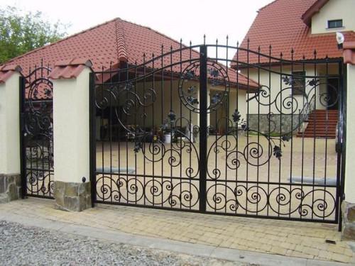 Кованые металлические ворота