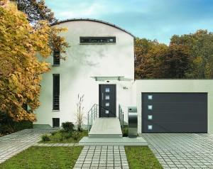 Секционные ворота гармонично вписываются в общий дизайн