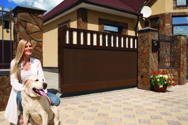 Откатные ворота в частном доме