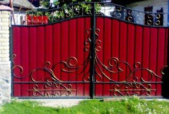 Ворота из профнастила с элементами ковки своими руками