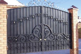 Красивые и стильные кованые ворота своими руками