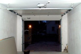 Ремонт гаражных ворот секционного типа