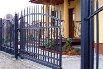 Монтаж откатных ворот из профильных труб