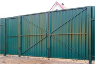 Использование профилированного листа для обустройства воротных конструкций