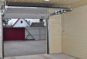 Установка секционных ворот – возможность открытия ручным или автоматическим способом