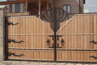 Как правильно навесить деревянные ворота