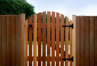 Как правильно установить ворота и калитку