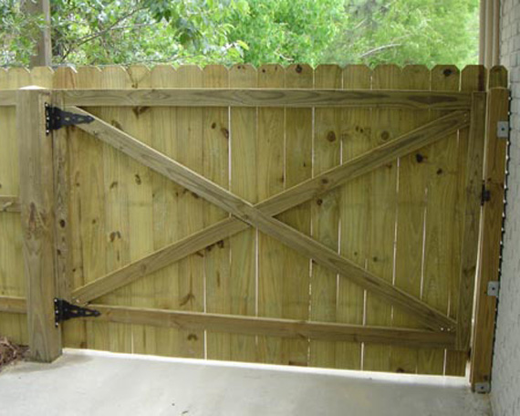 Простые деревянные ворота