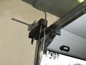 Механизм привода секционных ворот