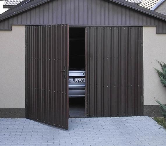Ворота в гараж из металла