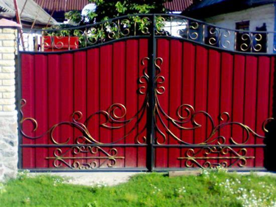 Vrata iz profesionalnega tla s kovanjem elementov cena