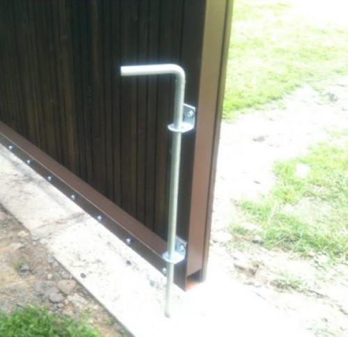 Простой вертикальный засов для ворот