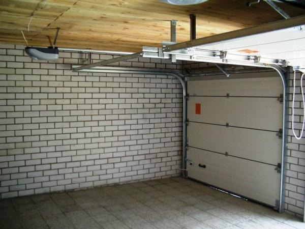 Установка противопожарных гаражных подъемно-секционных ворот