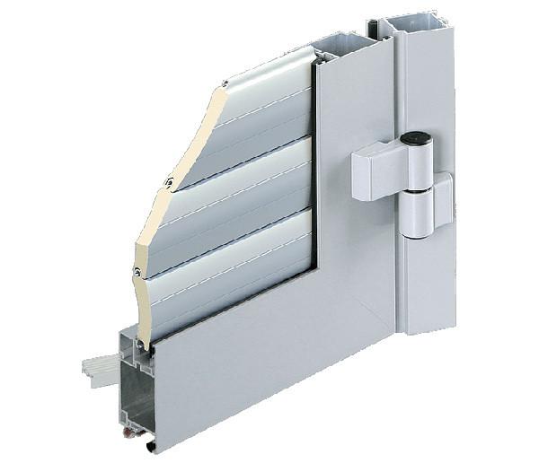 Внешний облицовочный профиль в виде сендвич-панелей используется для формирования воротных створок