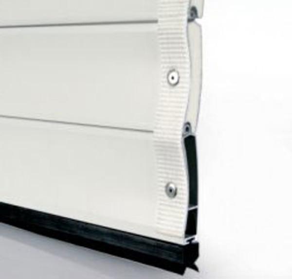 Дополнительно эти панели могут укрепляться по бокам монтажной лентой